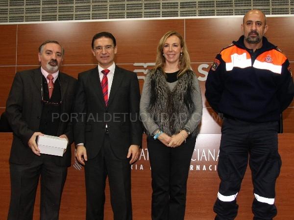 El concejal de Seguridad Ciudadana, Antonio Pérez Huerta, y el coordinador local de Protección Civil, José Vicente Carretero, acudieron a Valencia a recoger las emisoras.